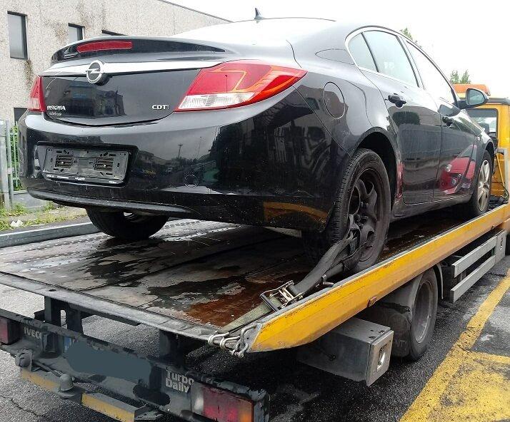Opel Insignia Nera non funzionante su carro attrezzi
